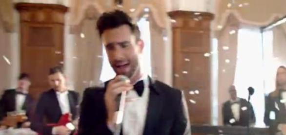 Banda de música Marrom 5 invade casamentos