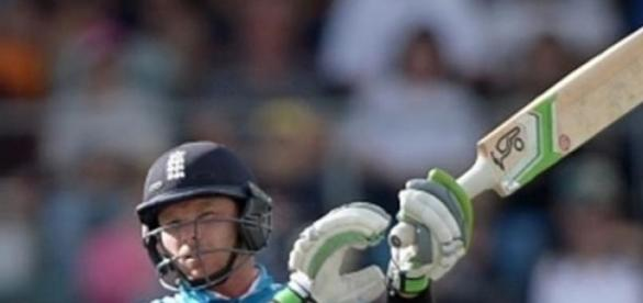 Ian Bell helped England to victory in Canberra