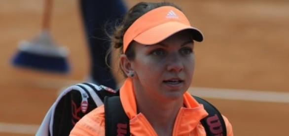 Simona Halep a trecut de Karin Knapp cu 6-3 6-2