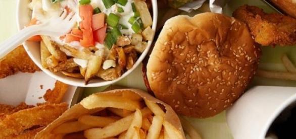 Alimente nesanatoase tip fast-food