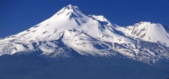 Everest, cel mai înalt vârf muntos