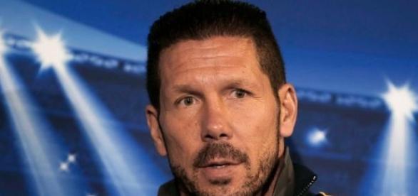 Simeone quiere seguir teniendo a Raúl Jiménez