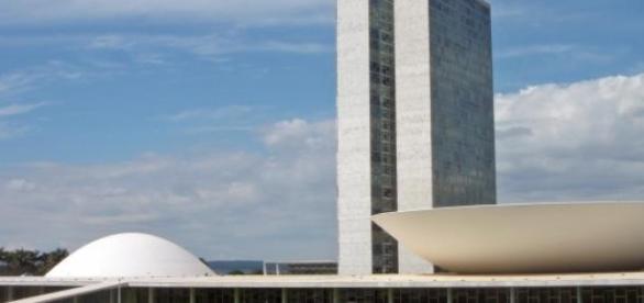 Brasil fecha as contas do ano de 2014 no vermelho