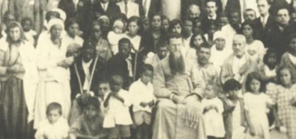 Pe. Júlio Maria com crianças, doentes e idosos