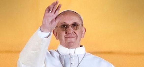 Papa Francisco saudando os fiéis
