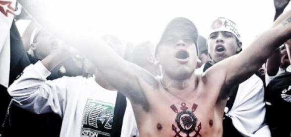 Corinthians sofre, mas vence Corinthian-Casuals