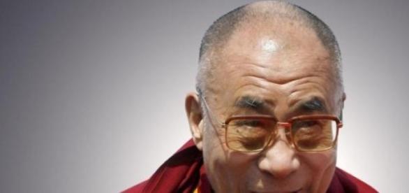 Dalai Lama si calugarii tibetani