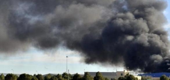columna de humo ocasionada por el accidente