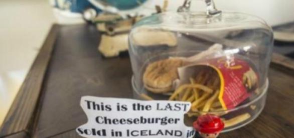 Este é o último cheeseburger vendido na Islândia