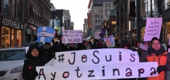 Les manifestants marchaient à Montréal.
