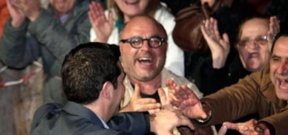 Primeiro-ministro cumprimenta o partido vencedor