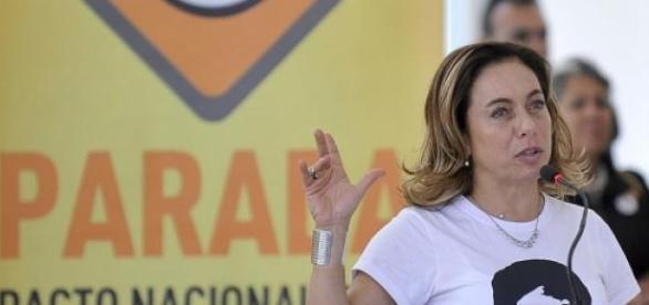 Cissa Guimarães no combate à violência no trânsito
