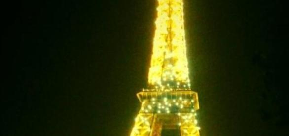 Fierbe Parisul de grija turistilor