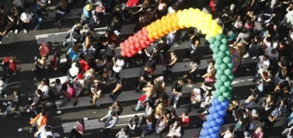 Foto da parada gay, um dos maiores movimentos.