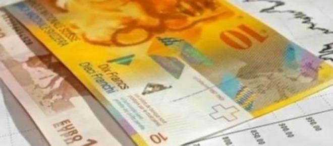 Biuro Informacji Kredytowej podało dane, ukazujące, kim jest statystyczny frankowicz. Ponad 98 procent spłacających kredyt we franku nie ma trudności z płatnością raty - nawet mając kilka innych kredytów. Jakiej pomocy oczekują od rządu?<br />