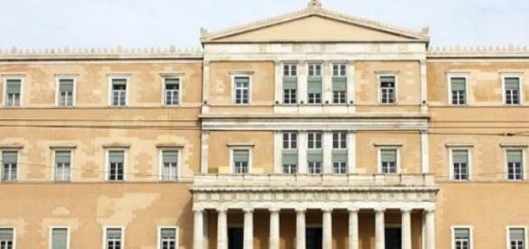 Il parlamento greco avvia nuove  riforme