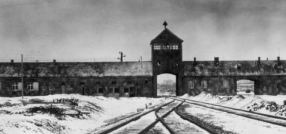 Linha de comboio às portas de Auschwitz
