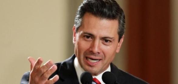 Enrique Peña Nieto critiqué pour Ayotzinapa.