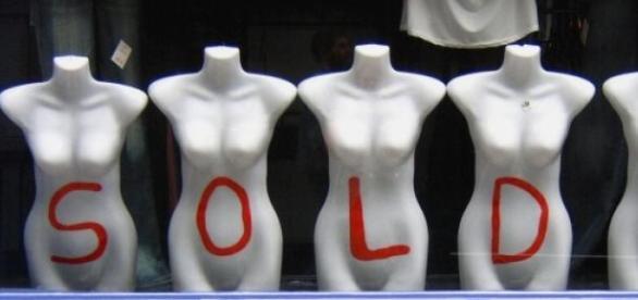 Vitrine de magasin pour les soldes..