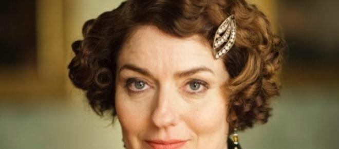 Anna Chancellor como Lady Anstruther