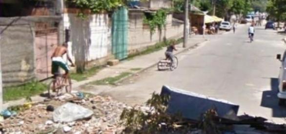 Bandidos fecham as ruas de Anchieta com entulhos
