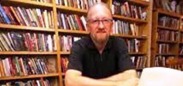 Fischer é o autor de Dicionário do teatro gaúcho.