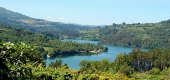O Rio Tâmega estende-se da Galiza a Entre-os-Rios.