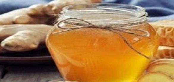 Reteta  contine radacini de ghimbir si miere