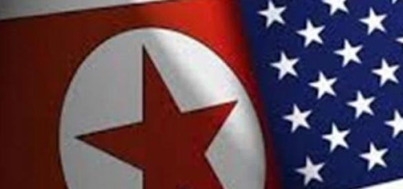 As bandeiras dos dois países em crise