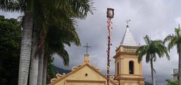Mastro na Igreja Matriz: viva São Sebastião