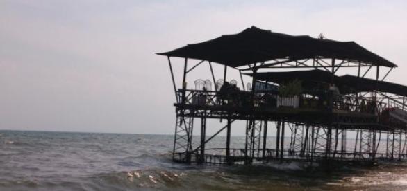The rising of Lac Tanganyika water levels.