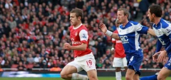 Jack Wilshere breaks through the defense