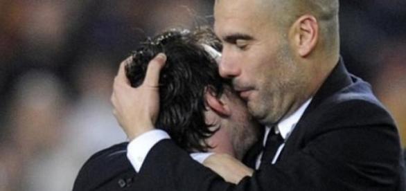 Lionel Messi dans les bras de Pep Guardiola