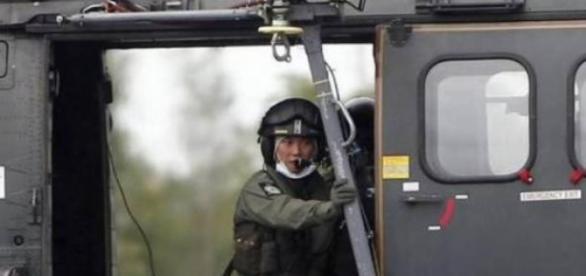 Militar durante a realização do resgate