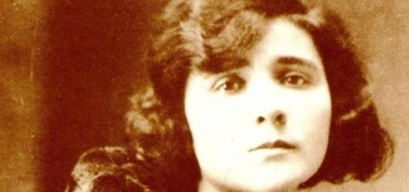 A poetisa portuguesa Florbela Espanca (1894-1930).