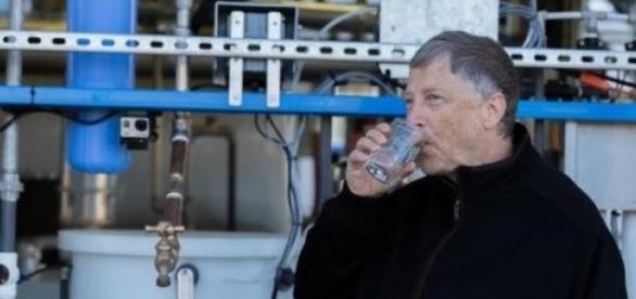 Bill Gates probando la máquina