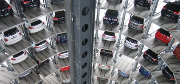 Interior de um parque automatizado de viaturas, na Alemanha.