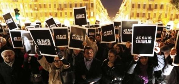 """""""je suis charlie"""" în semn de solidaritate"""