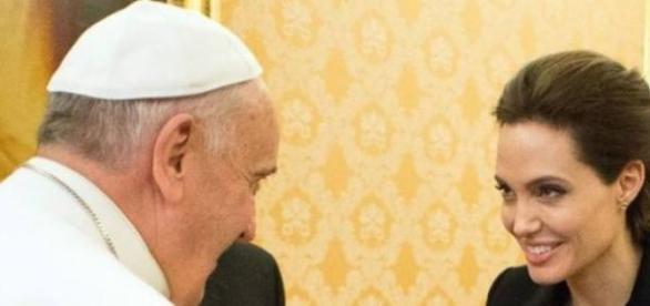 Angelina e o Papa: questões humanitárias