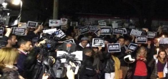 Vigilia y ofrenda en el DF por atentado en Francia