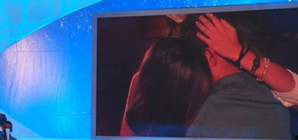 Amedeo e Sophia si sono baciati