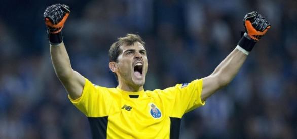 Iker Casillas celebra eufórico la victoria.(GETTY)