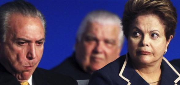 Dilma está na berlinda e Temer não tá nem aí