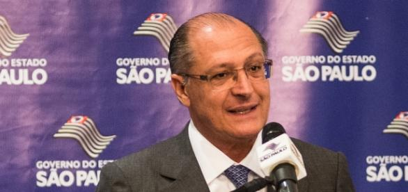 Alckmin nega fechamento de escolas