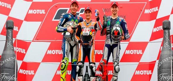 Pedrosa, Rossi y Lorenzo copan el podio de Motegi
