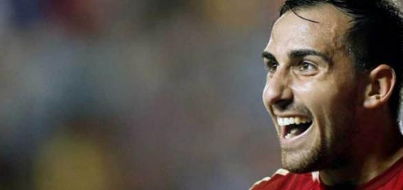 Paco Alcácer en un partido con España