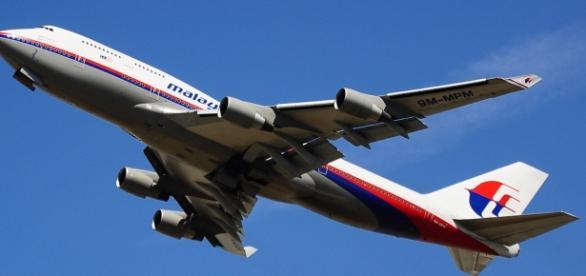 Avion al companiei Malaysia Airlines la decolare