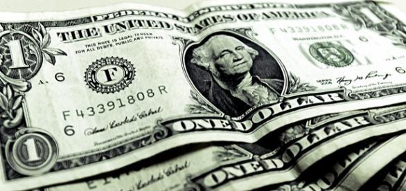 Dólar sobe e fecha para venda R$ 3,92