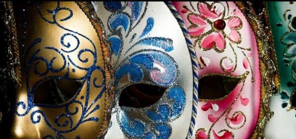 mască, autenticitate, societate, profesie