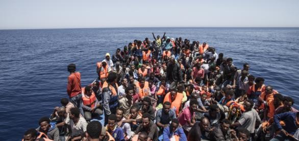 Nielegalni imigranci w drodze do Europy